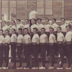 1920 Equipe adultes devant le baraquement américain